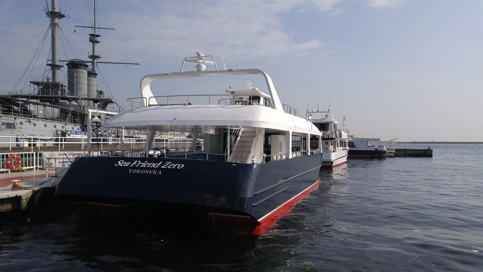 猿島へ向かう船