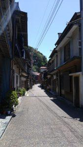 波浮港の街並み