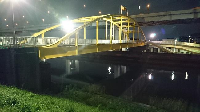 木根川橋の横に架かる黄色い橋