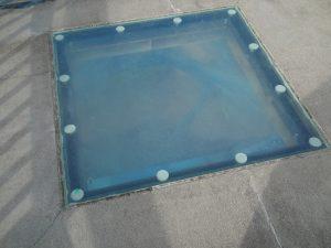強化ガラスでできた覗き穴